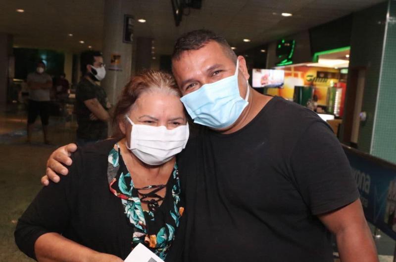 Após alta, dois pacientes transferidos retornam de Goiânia na madrugada desta terça-feira (16/02)