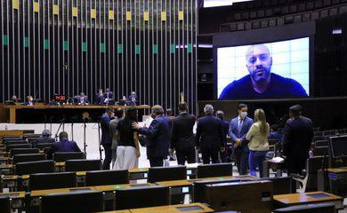 Câmara mantém prisão de Daniel Silveira por 364 votos a favor