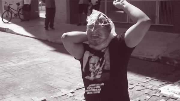 Ato solitário e protesto pela morte de mais 260 vítimas da Covid-19 em Parintins