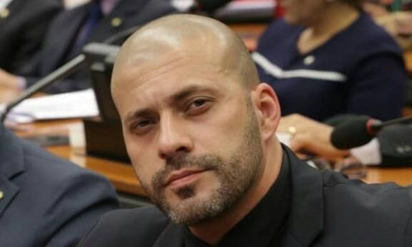 Foi o boi de piranha para apaziguar a relação entre Congresso e STF, reclama Daniel Silveira na cadeia