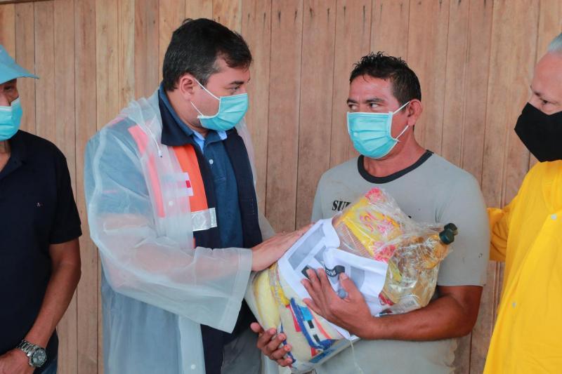 Wilson Lima realiza entrega de ajuda humanitária para famílias de Boca do Acre