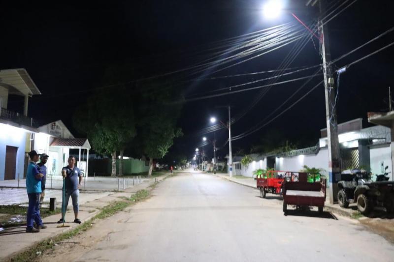 Governo do Amazonas conclui implantação da iluminação pública em Eirunepé