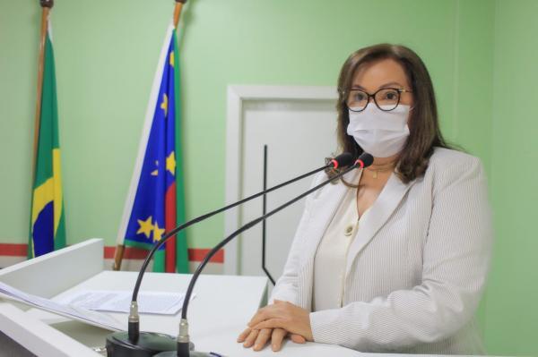 Márcia Baranda pede esclarecimentos da empresa Paris sobre rompimento do muro de arrimo