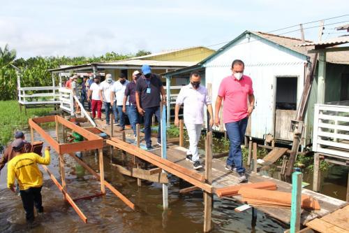 Em razão grande enchente, Prefeitura inicia construção de pontes em áreas baixas