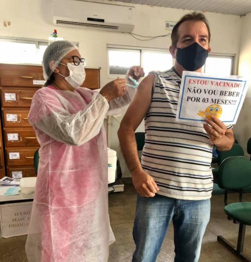 Vereador Massilon Cursino reafirma esperança da vitória contra a Pandemia, após ser vacinado