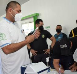 Parintins vacina trabalhadores da segurança pública contra o Coronavírus