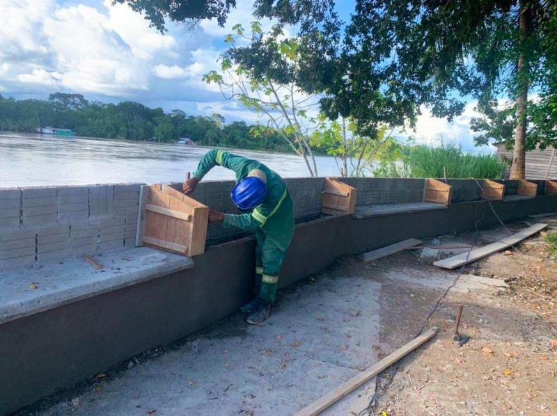 Governo do Estado executa obras de revitalização e ampliação da orla do município de Envira