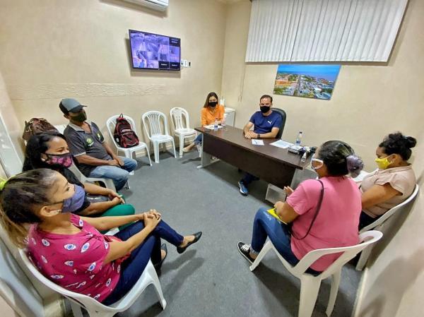 Moradores do Residencial Parintins e Loteamento Lady Laura reúnem com vereadores Mateus e Brena