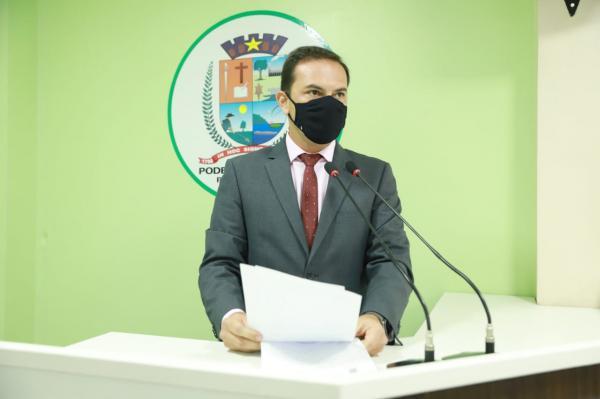 Mateus Assayag lamenta morte do professor Evandro e destaca doação de tablets aos educadores
