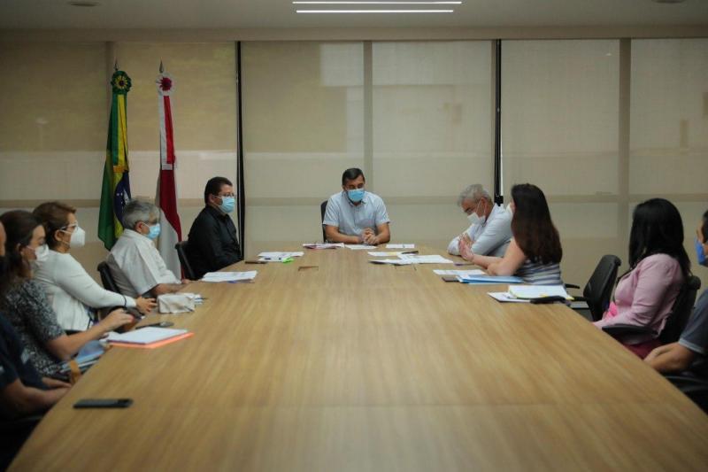 Wilson Lima e equipe técnica da Fundação Hemoam discutem estratégias para avanço das obras do Hospital do Sangue
