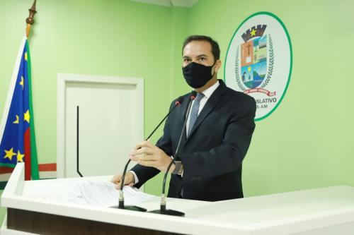 Assayag cobra Caixa Econômica e Construtora finalização do Residencial Parintins