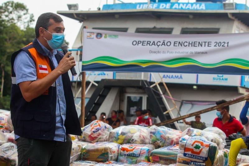 Em Anamã, governador Wilson Lima começa a entregar cartões do Auxílio Estadual Enchente no valor de R$ 300