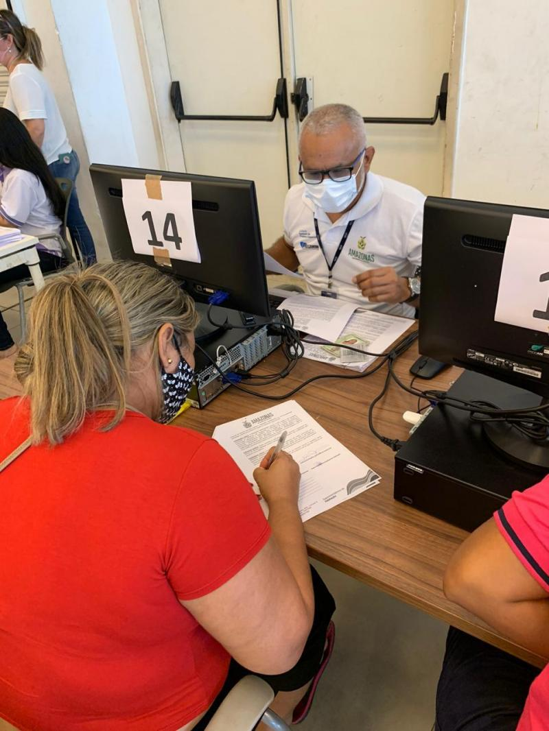 Governo do Amazonas paga 15ª parcela do Auxílio Moradia às famílias retiradas da ocupação irregular Monte Horebe