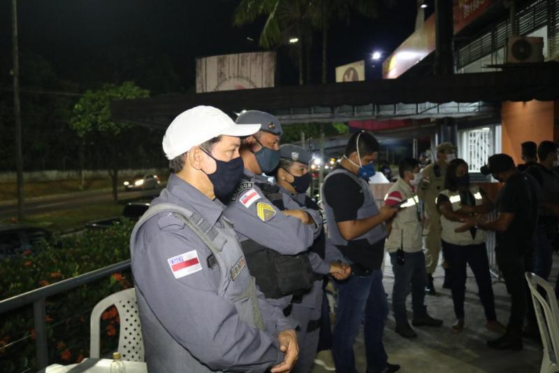 Organizador de festa clandestina é multado em quase R$ 30 mil durante CIF
