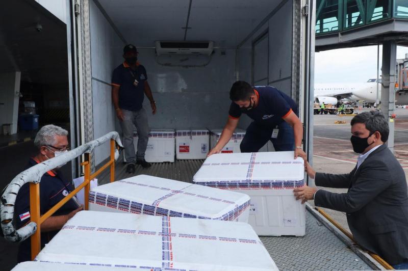 Governo do Amazonas recebe novo lote com 99 mil doses de vacinas do tipo AstraZeneca