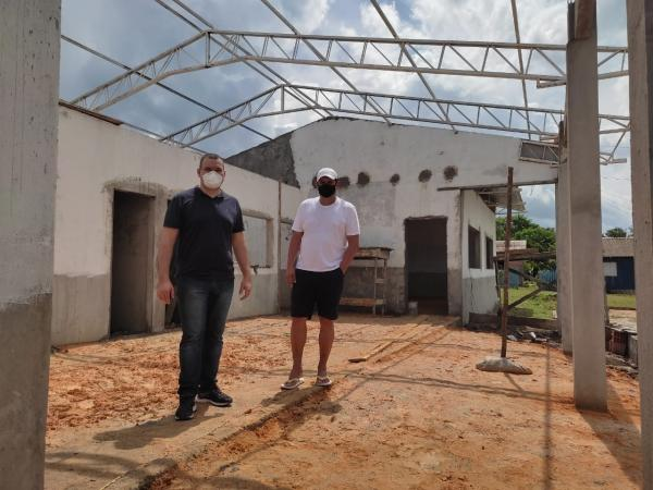 Bi Garcia inspeciona obras de escolas na zona rural de Parintins