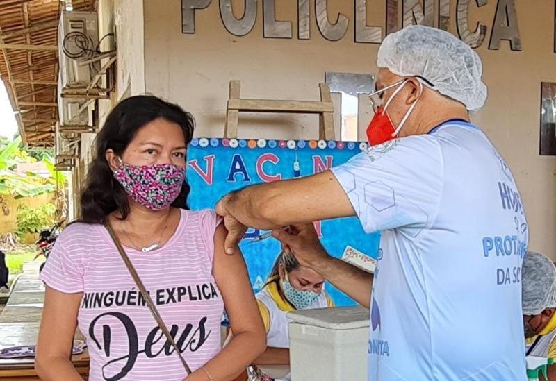 Saiba quais são os efeitos colaterais das vacinas de Covid-19 em uso no Brasil