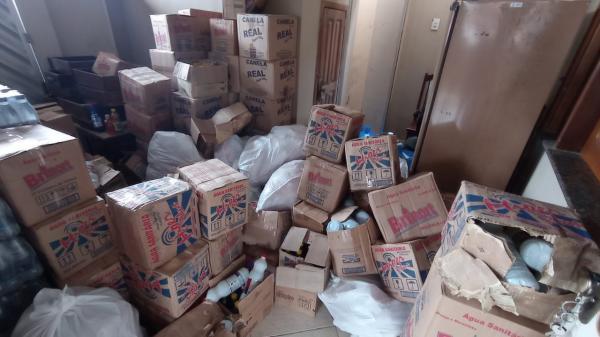 Vigilância Sanitária apreende uma tonelada de alimentos e produtos de limpeza
