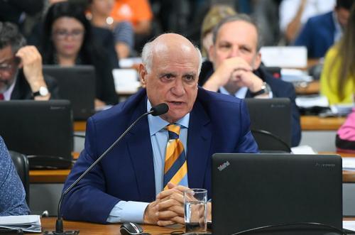Projeto restringe benefícios de ex-presidentes da República