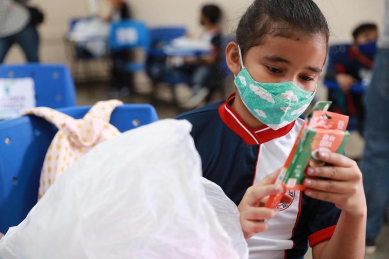 Fardamento e kit escolar reforçam preocupação com qualidade do ensino