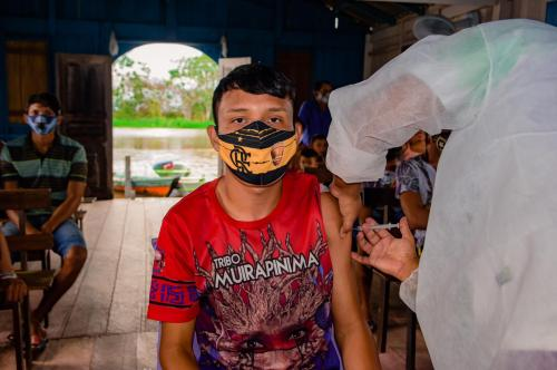 População ribeirinha acima de 18 anos e sem comorbidades começa a ser vacinada em Nhamundá