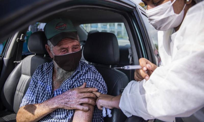 Em 90 dias, vacina contra a Covid-19 salvou 43 mil idosos com mais de 70 anos no Brasil