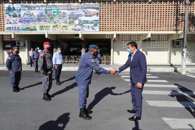 Wilson Lima anuncia início do pagamento de abono fardamento para policiais militares e bombeiros