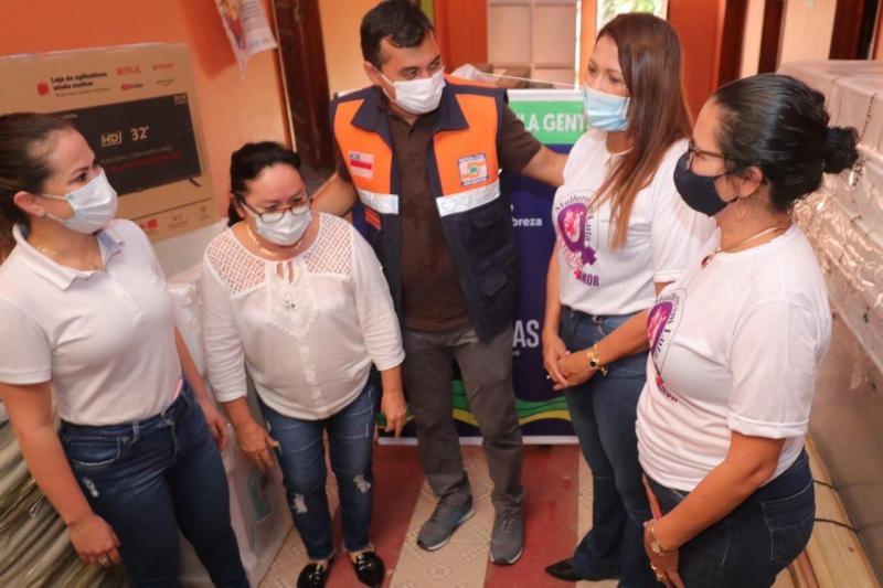Wilson Lima entrega R$ 55 mil em equipamentos para instituição que atende mulheres vítimas da violência doméstica em Tabatinga