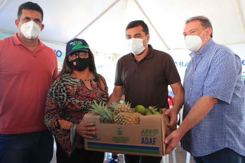 Wilson Lima entrega mais de R$ 1 milhão em recursos para associações do setor primário de Manacapuru