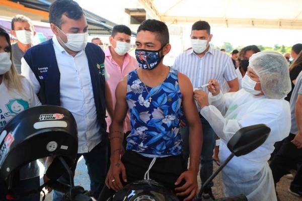 Wilson Lima acompanha vacinação contra Covid-19 no Careiro Castanho