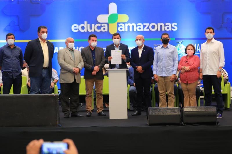 Wilson Lima anuncia projeto de lei para 14º e 15º salários a servidores da rede estadual de ensino