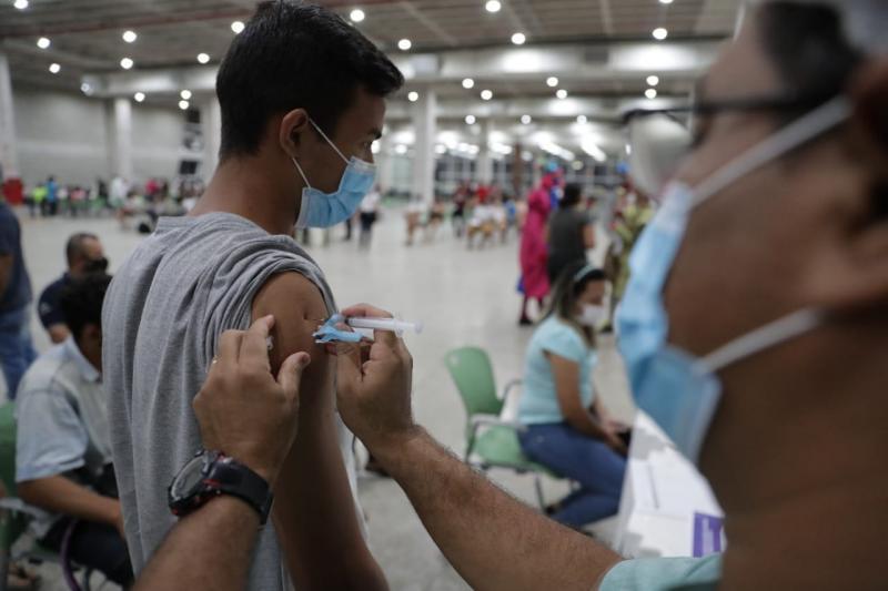 Painel da FVS-RCP informa aplicação de 2.514.458 doses de vacina contra Covid-19 até este sábado (24/07)