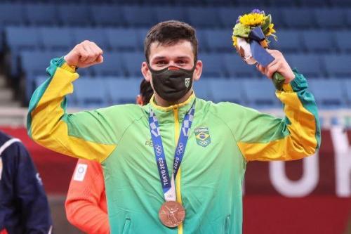 Judoca Daniel Cargnin conquista o bronze no peso meio-leve em Tóquio 2020