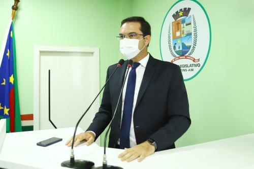 Mateus Assayag destaca jornadas de cirurgias oftalmológicas e ginecológicas