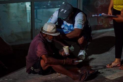 Moradores de rua são vacinados contra a COVID-19 e recebem assistência em Parintins