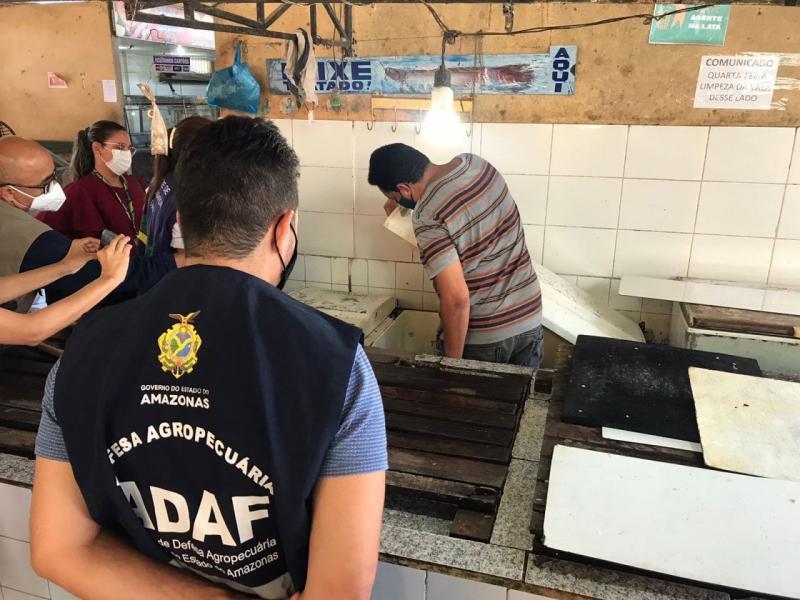 Adaf e Laboratório Central de Saúde Pública coletam amostras de água e pescado para análise