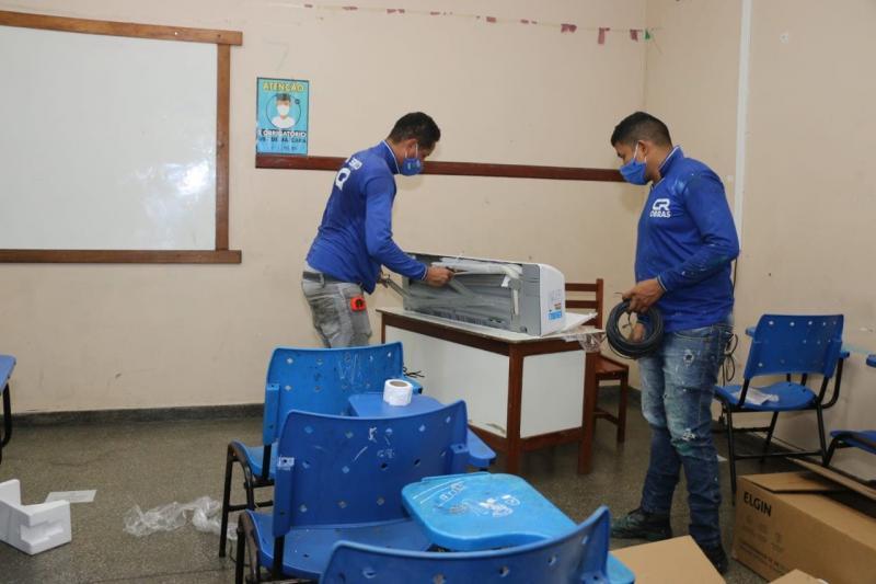 Em um mês, força-tarefa atende escolas estaduais de Manaus com mais de 300 novos aparelhos de ar-condicionado