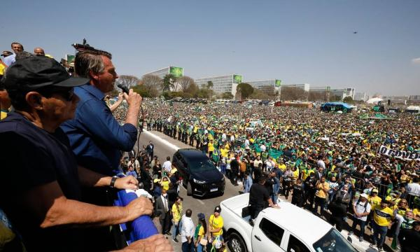 Após atos golpistas, Bolsonaro agora diz em nota que ataques ao STF 'decorreram do calor do momento'