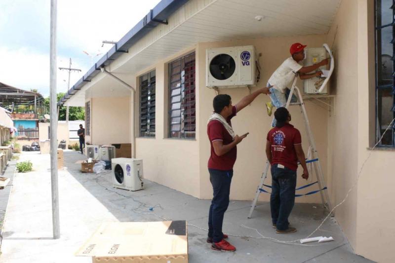 Secretaria de Educação entrega 100 aparelhos de ar-condicionado para escolas estaduais de Tefé