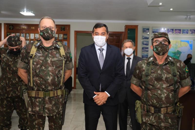 Wilson Lima agradece apoio do Exército no enfrentamento da pandemia de Covid-19, durante troca de comando do CMA
