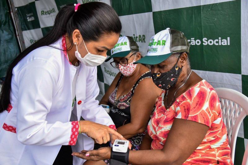 Governo do Amazonas reforça tenda do RespirAR com técnicos em enfermagem para atendimento na Ponta Negra