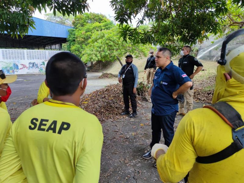 Reeducandos do CDPM 2 iniciam trabalhos de limpeza e roçagem na sede da Apae Amazonas