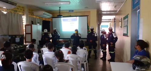 Agentes da EMTT realizam palestra nas escolas em alusão a Semana Nacional de Trânsito