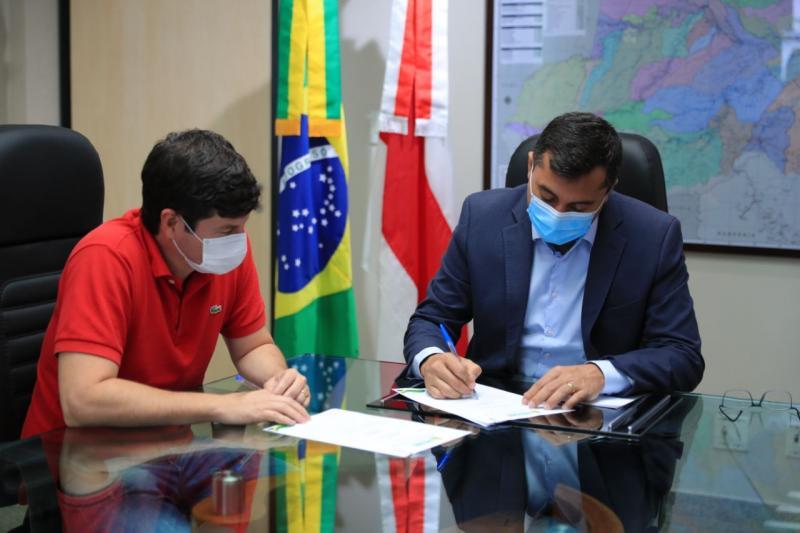 Wilson Lima assina cessão de imóvel para Prefeitura de Urucará ampliar a oferta de vagas em creche