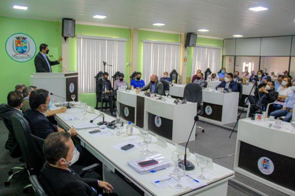 Bi Garcia afirma que está à disposição ao diálogo, mas reitera que a Prefeitura não deve nada ao Padre Colombo