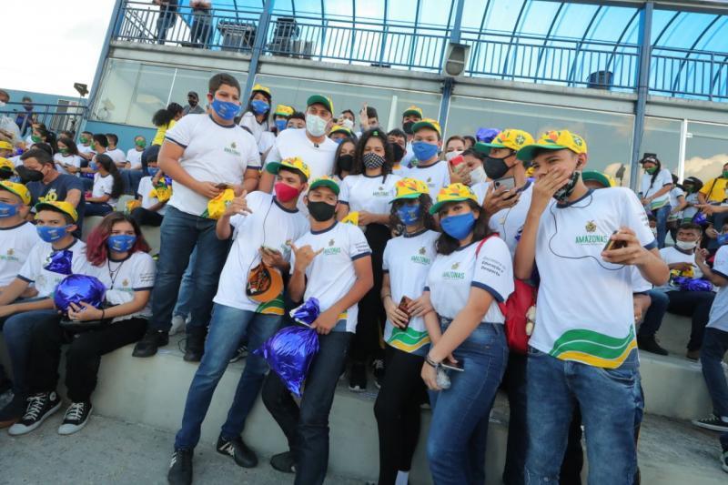 No Dia das Crianças, Governo do Amazonas e CBF levam alunos da rede estadual para o treino da seleção brasileira
