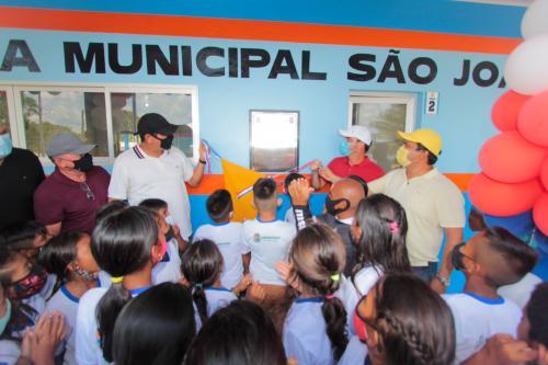 Bi Garcia entrega mais quatro modernas escolas na região dos rios Jacu e Uaicurapá na maratona do aniversário de Parintins
