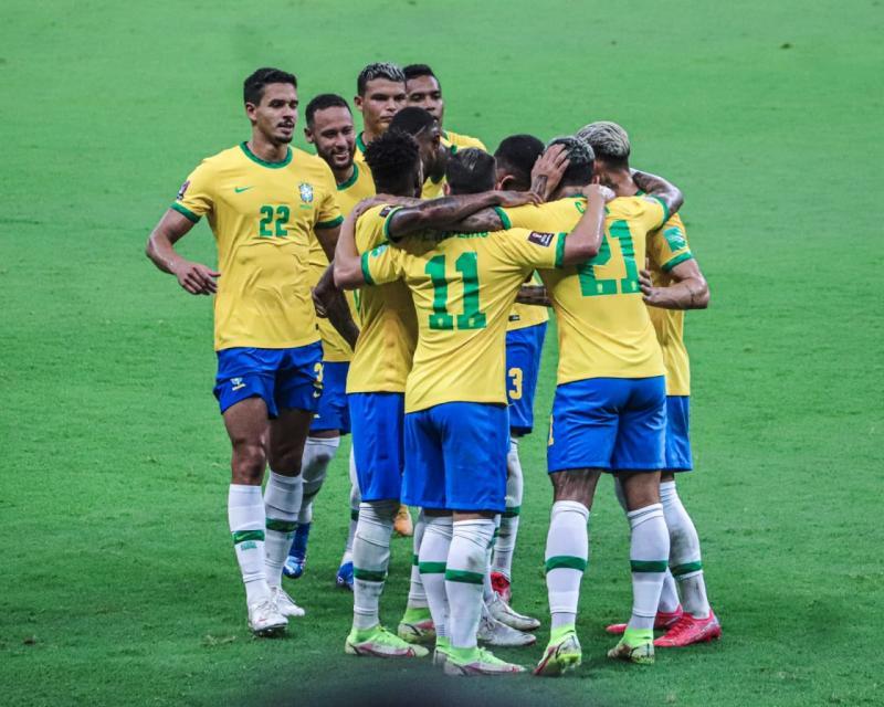 Impulsionado por 12.528 torcedores, Brasil goleia o Uruguai por 4 a 1 na Arena da Amazônia