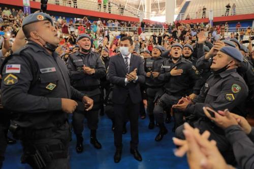 Wilson Lima entrega  404 novos policiais para reforçar segurança no interior do Amazonas