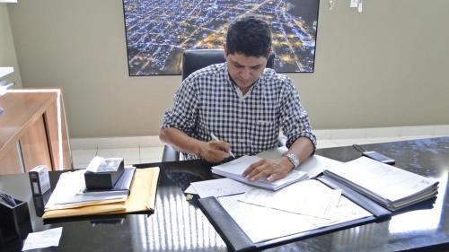 Bi Garcia manda suspender gasto com eventos culturais e festas em Parintins